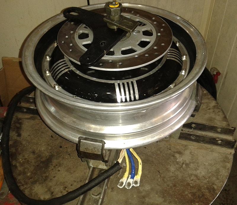 стенд за смяна на гуми на скутер