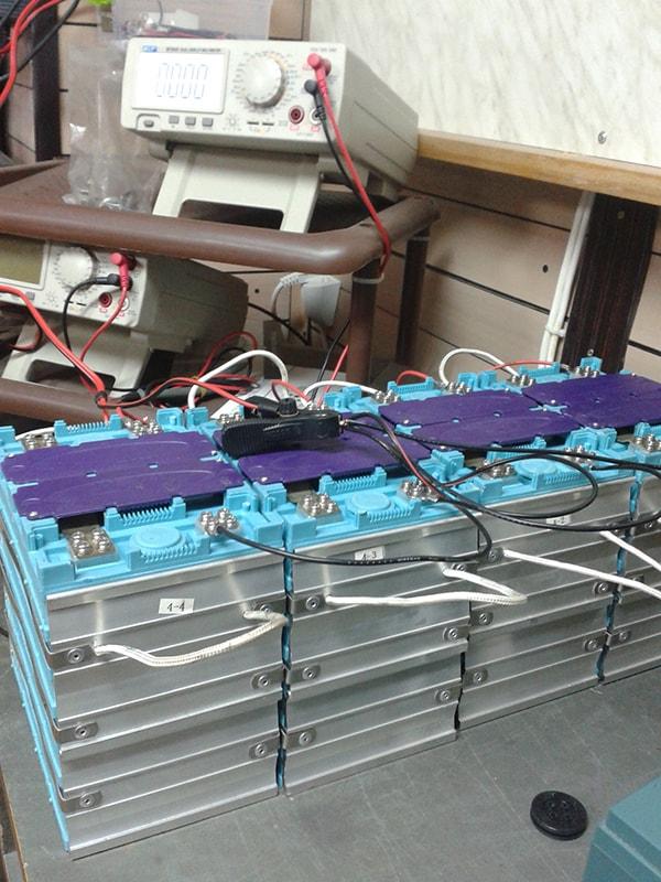 зареждане на литиево-йонни батерии