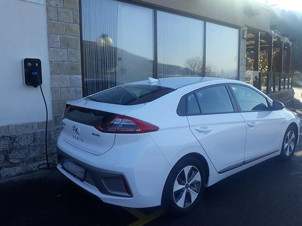 Hyundai Ioniq зареждане на хотел Хепи Димитровград