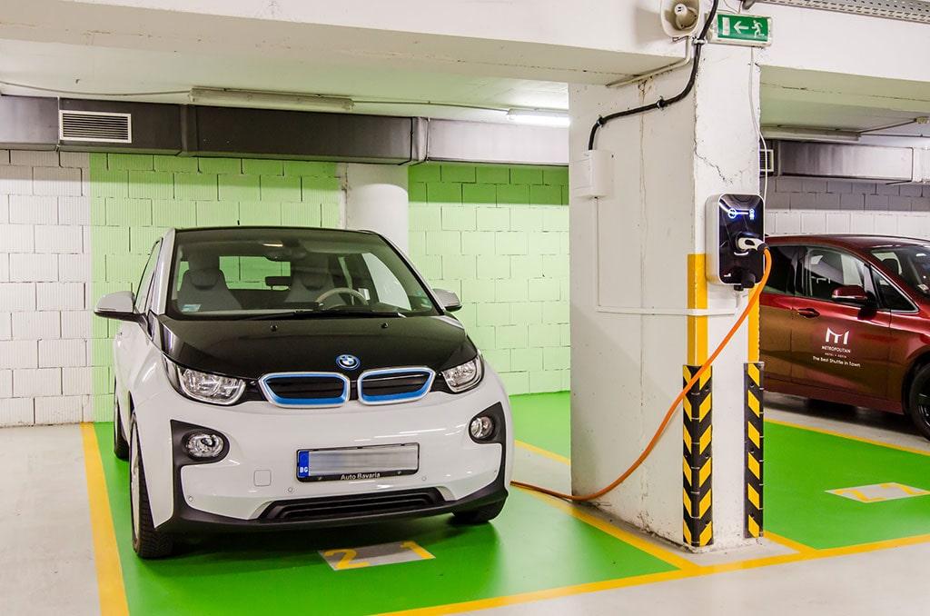 зареждане на BMW i3 в хотел Метрополитан