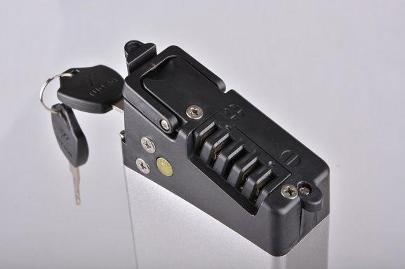букса за зареждане на батерия 36 V 8 Ah